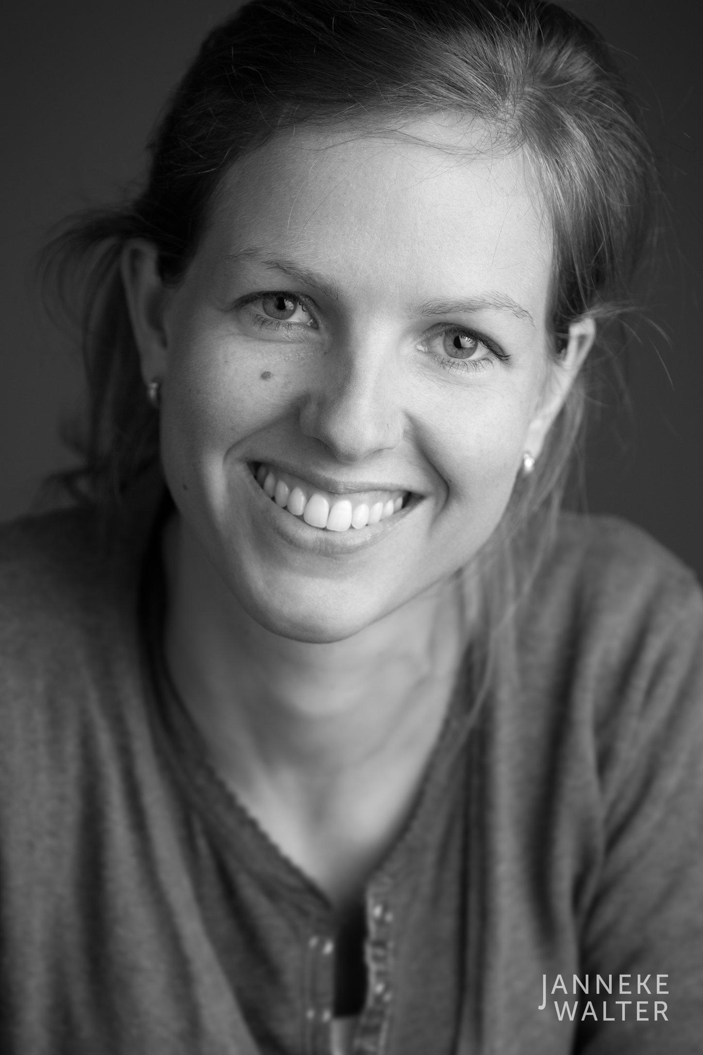 zakelijke portretfoto profielfoto vrouw 4 © Janneke Walter, portretfotograaf Utrecht, De Bilt, portretfotografie, sociale media, LinkedIn, CV