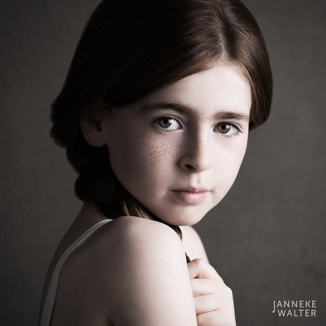 Fine art portretfoto kind met vlecht 2 @ Janneke Walter, kinderfotograaf Utrecht De Bilt, kinderfotografie, kinderportret, fine art fotografie