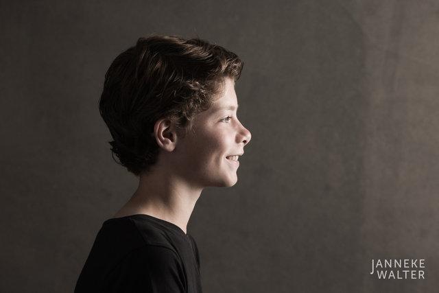 Fine art portretfoto jongen en profile @ Janneke Walter, kinderfotograaf Utrecht De Bilt, kinderfotografie, kinderportret, fine art fotografie