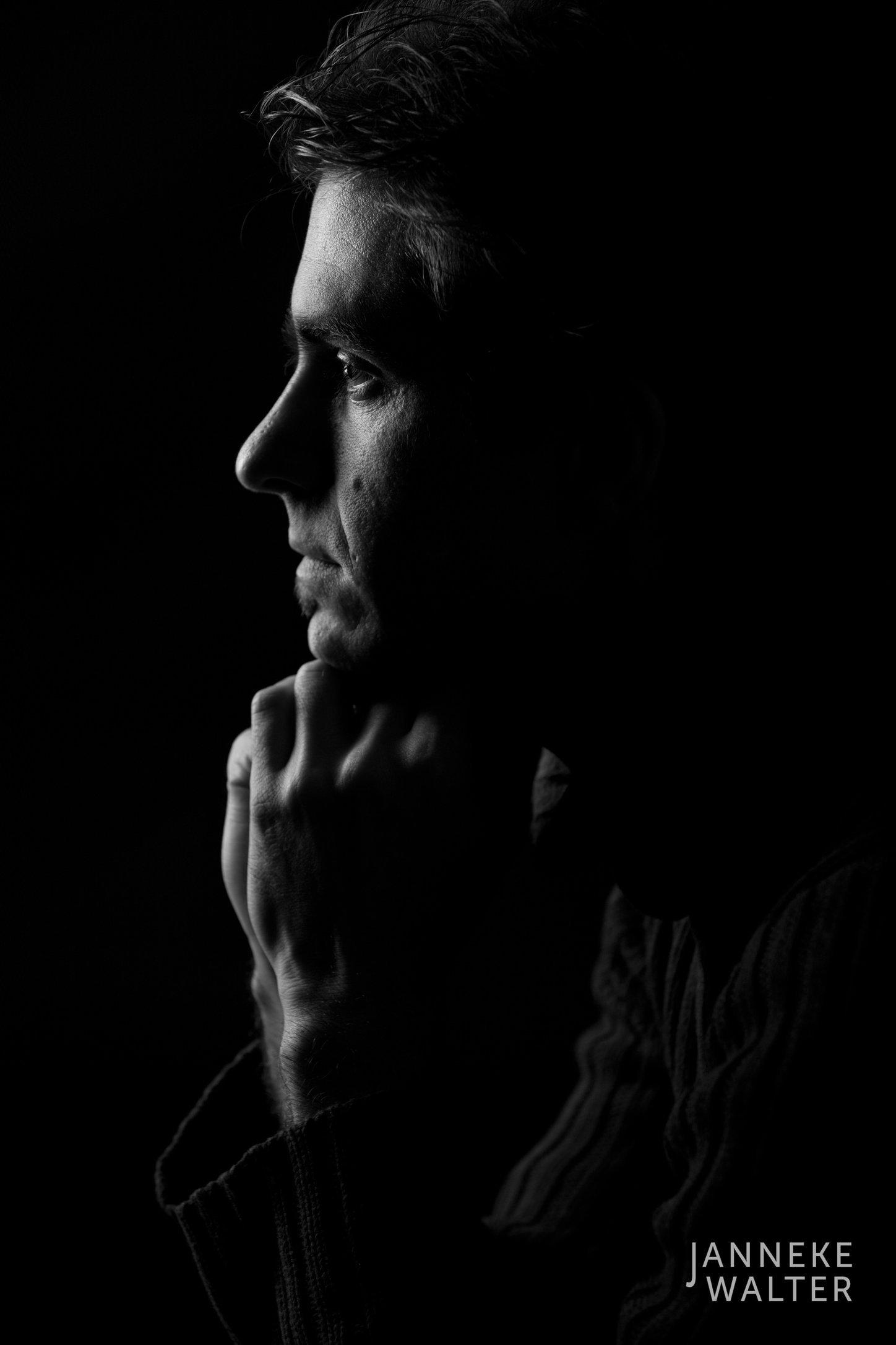 portretfoto man en profile © Janneke Walter, fotograaf Utrecht De Bilt, portretfotograaf, portret, portretfotografie