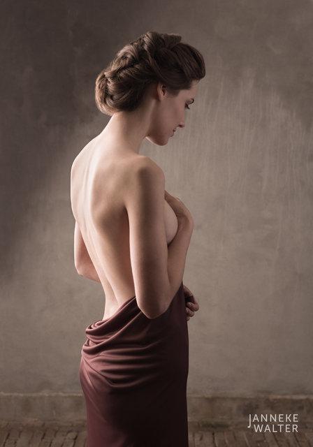 Fine art naaktfoto vrouw met omslagdoek  © Janneke Walter, fotograaf, Utrecht, De Bilt, fine art fotografie, naaktfotografie