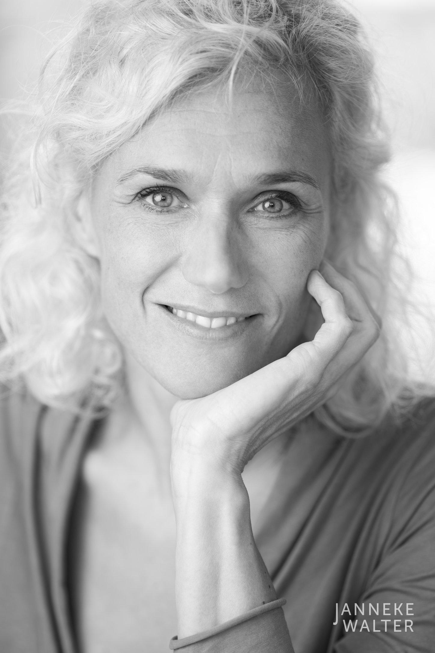 zakelijke portretfoto profielfoto vrouw 2 © Janneke Walter, portretfotograaf Utrecht, De Bilt, portretfotografie, sociale media, LinkedIn, CV