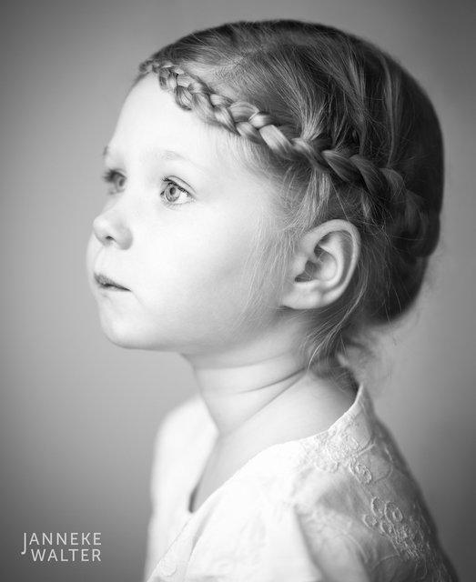 Fine art portretfoto kind met vlecht @ Janneke Walter, kinderfotograaf Utrecht De Bilt, kinderfotografie, kinderportret, fine art fotografie
