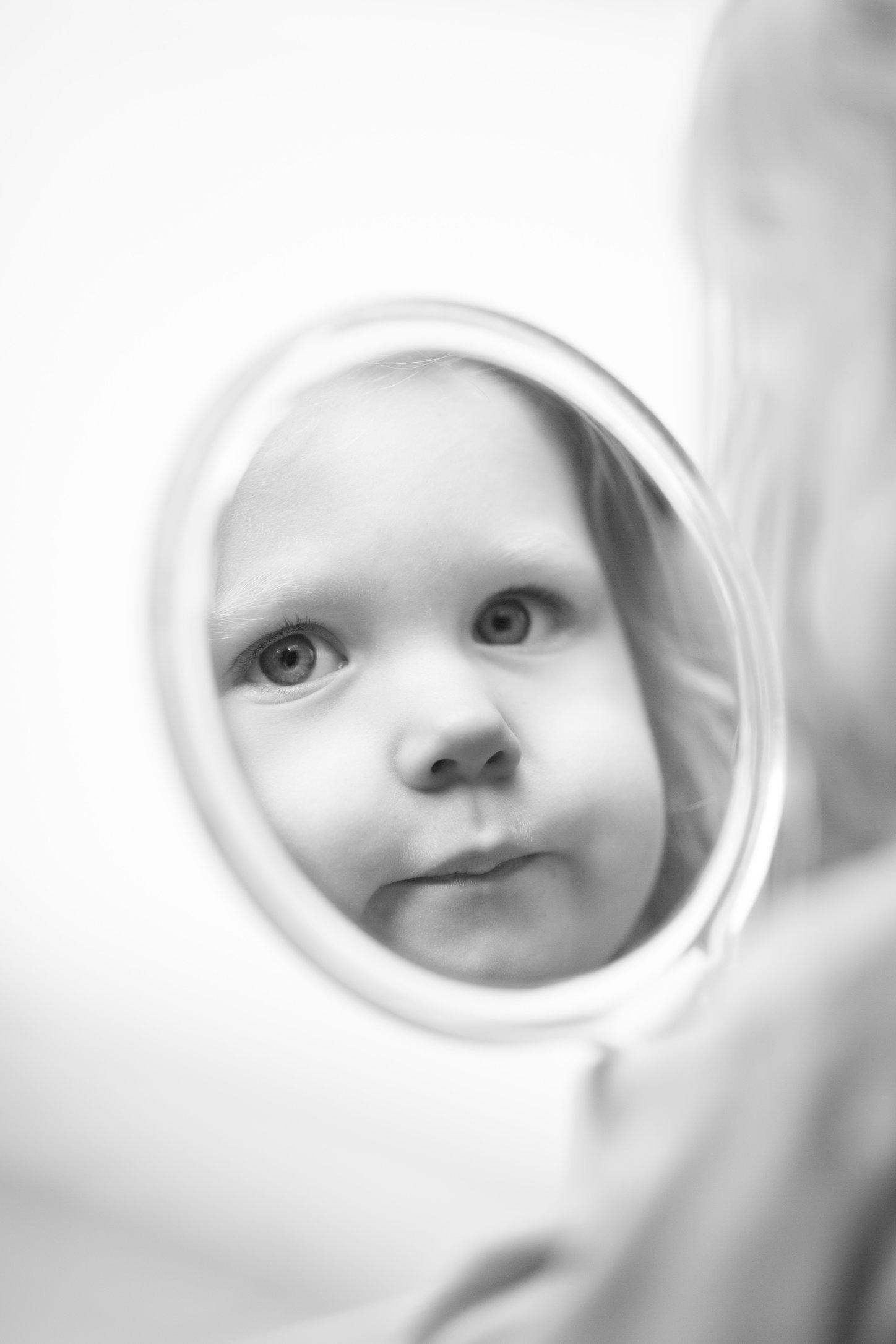 Portretfoto kind met spiegel