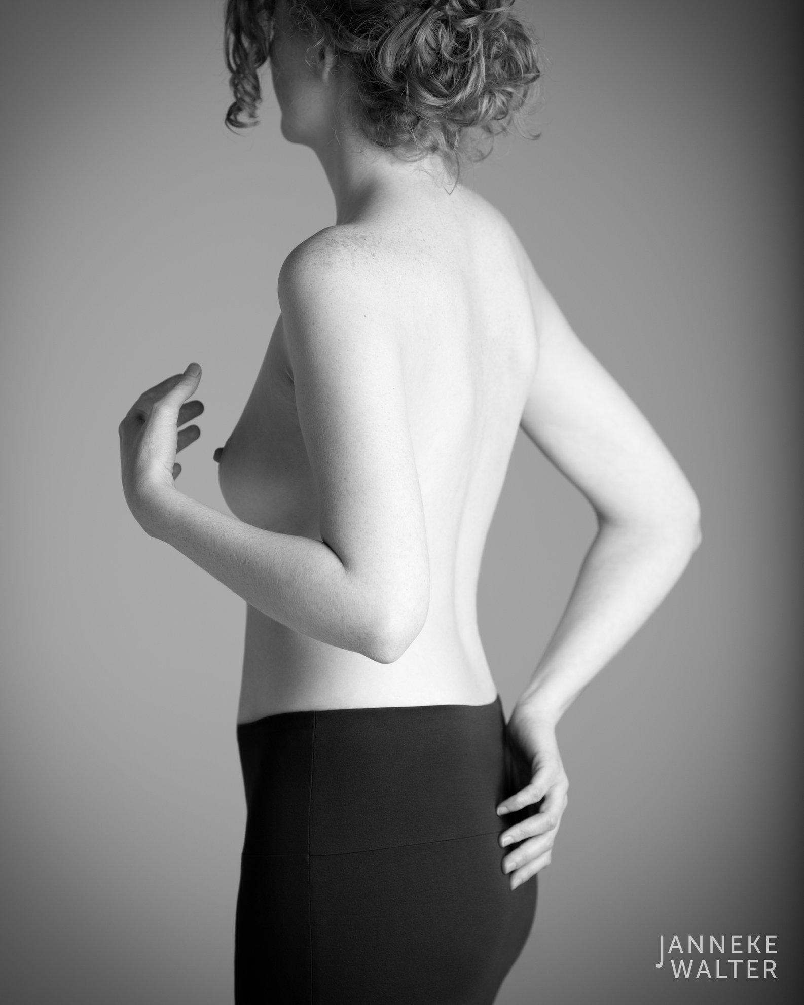 naaktfoto vrouw © Janneke Walter, fotograaf Utrecht De Bilt, esthetische naaktfotografie
