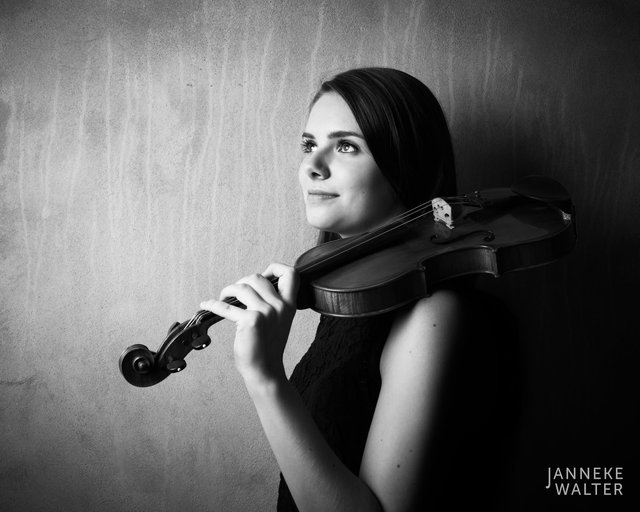 Fine art portretfoto van muzikant violiste violist Vera Beumer II © Janneke Walter, fotograaf Utrecht De Bilt, fine art fotografie, portretfotograaf, portret, foto, portretfotografie
