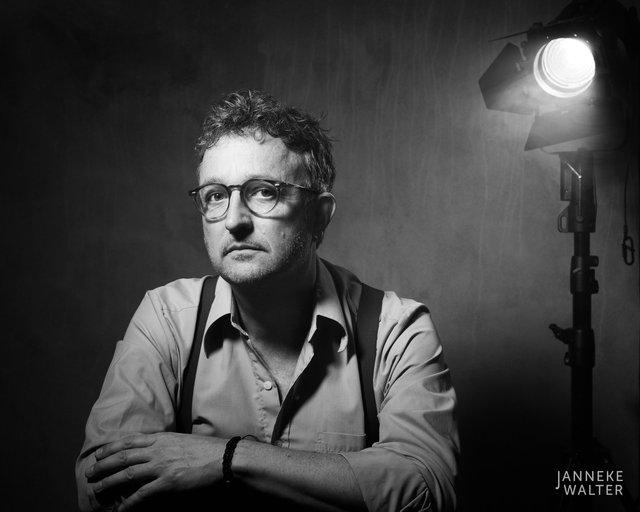 portretfoto acteur met spot © Janneke Walter, fotograaf Utrecht De Bilt, portretfotograaf, portret, portretfotografie