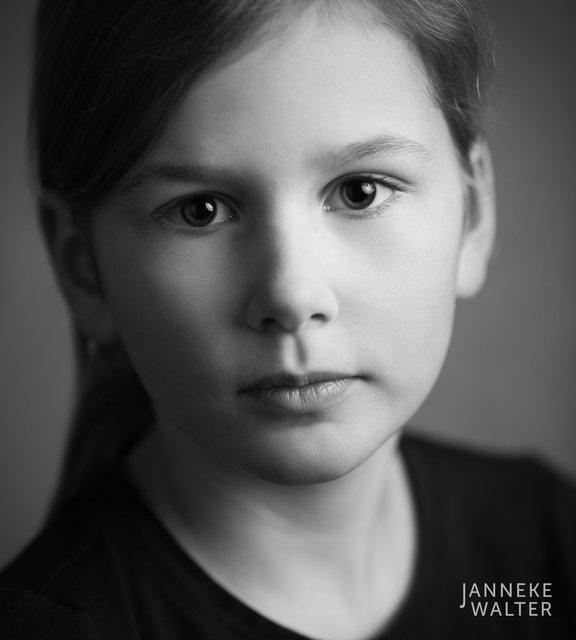 Fine art portretfoto kind met staart @ Janneke Walter, kinderfotograaf Utrecht De Bilt, kinderfotografie, kinderportret, fine art fotografie