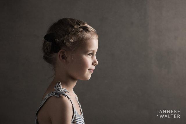 Fine art portretfoto meisje en profile @ Janneke Walter, kinderfotograaf Utrecht De Bilt, kinderfotografie, kinderportret, fine art fotografie