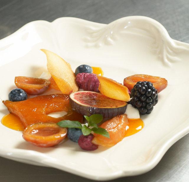 ©  6309021024 Jaap Istha - Herfstfruit met zwarte bessenmousse en bramensorbet.jpg