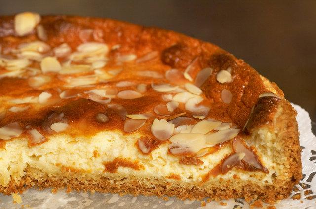 ©  6309005543 Het Nijenhuis - Diffelen - taart van aspergejam met mascarpone, ricotta en geschaafde amandel.jpg
