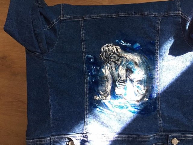 Jeans Jacket - Girl under Light - Detail