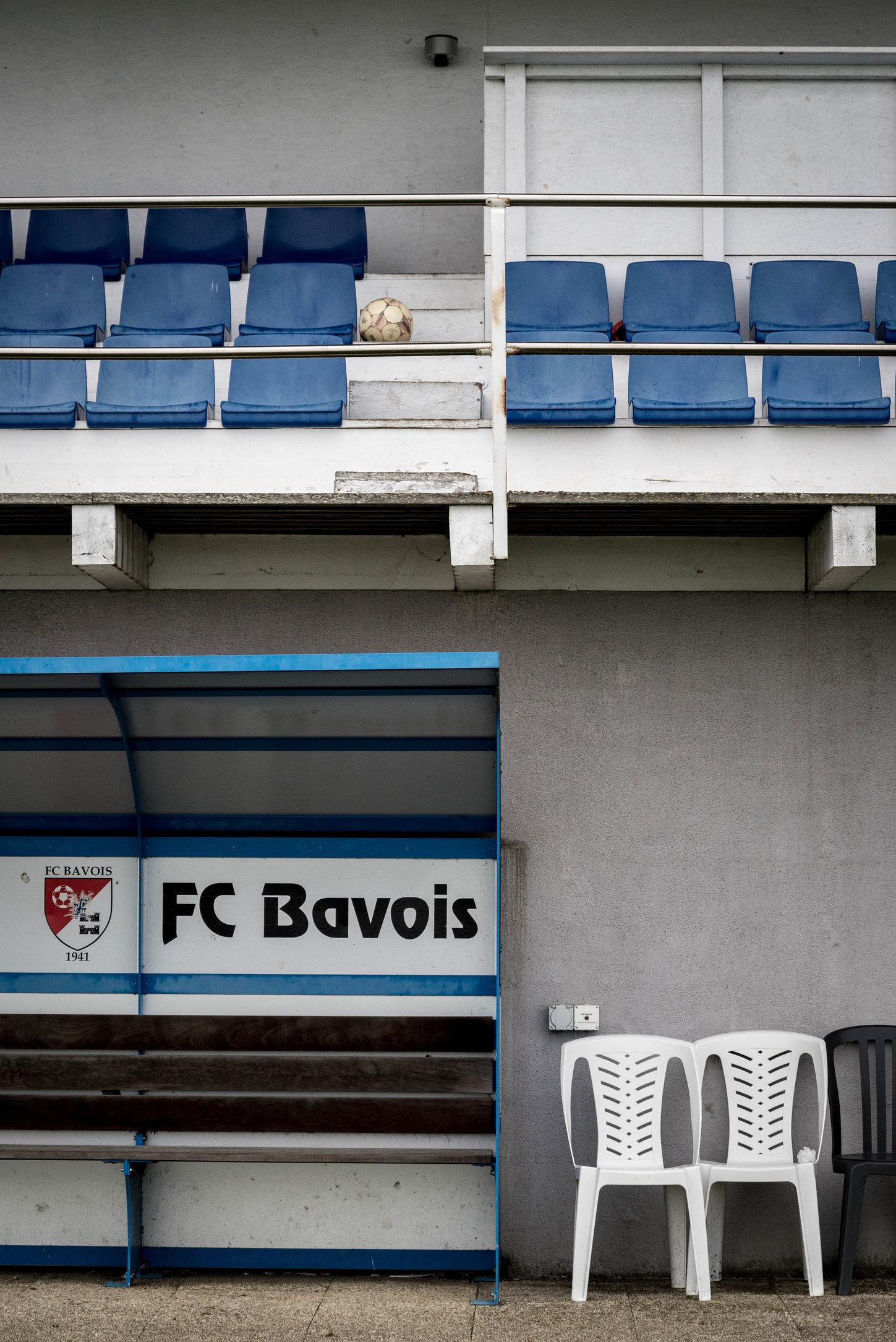 Trainerbank, Tribüne, Ball.