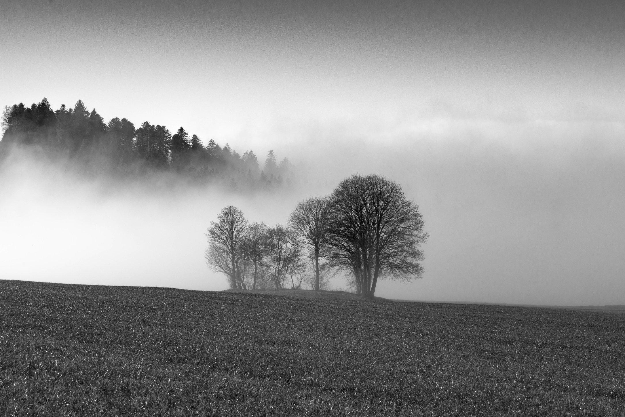 Frankreich liegt unter dem Nebel.