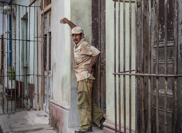 Trinidad de Cuba worker