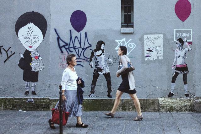 Passers-by_Paris.jpg