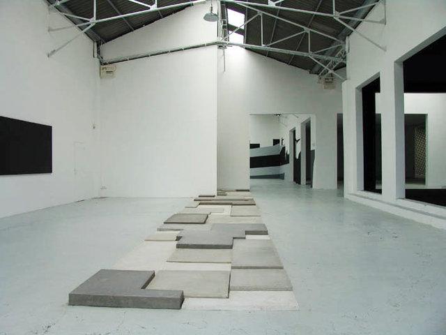 """Vues de l'exposition """"Vanité"""", exposition monographique, Confort Moderne,  2005"""