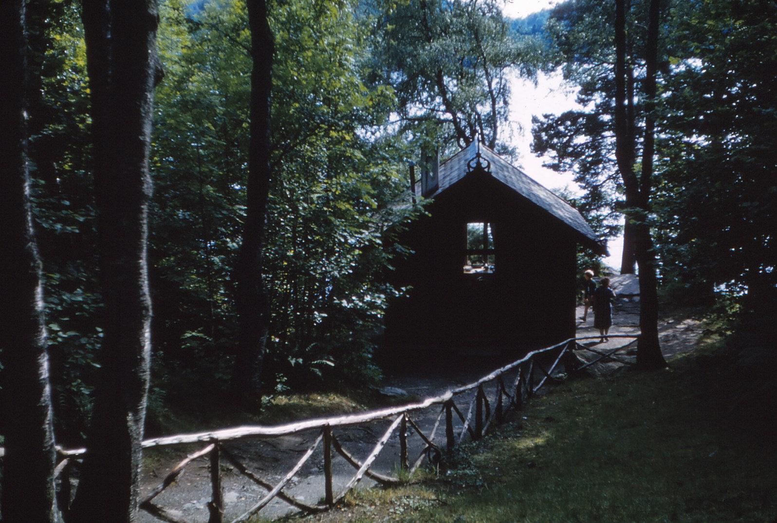 1192 (3) Hopp Tuin en werkhuisje van Grieg