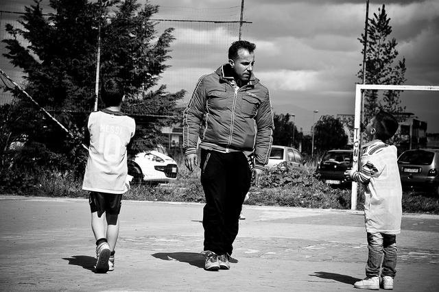 Bruno, il fondatore dell'associazione Un Infanzia da Vivere,  cerca di organizzare tornei di calcett