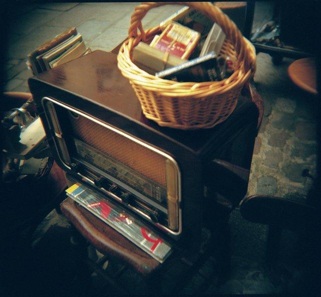 Holga France 65 #12-03_#8_Antique_radio