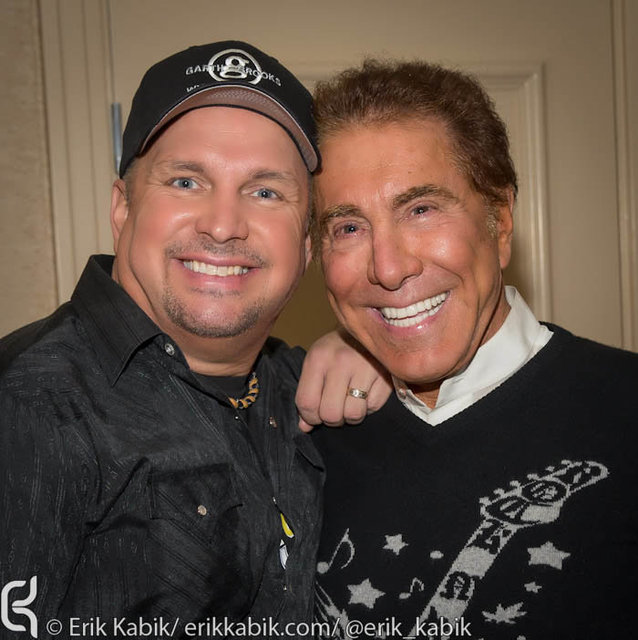 11_17_12_garth_brooks_wynn_kabik-1.jpg