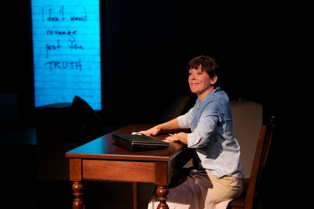 <i>The Detective's Wife<i>, Milwaukee Chamber Theatre, photo copyright: mkeCHAMBER