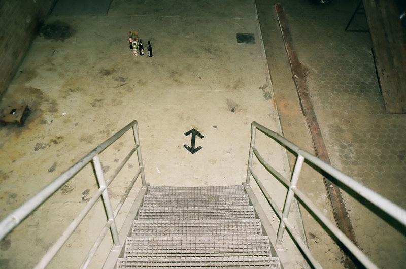 double flèche en bas des marches.jpg
