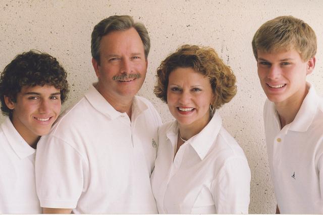 FAMILY PORTRAIT-CASUAL