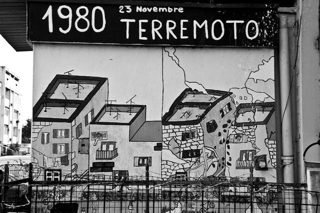 Un murales racconta il terremoto che colpì la regione Campania nel 1980