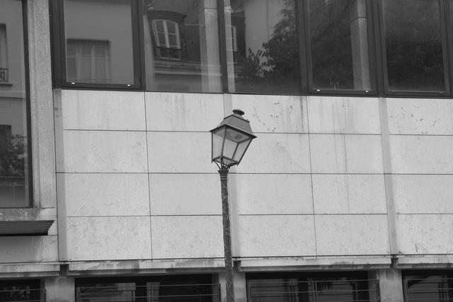 le lampadaire penché