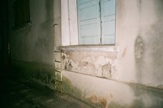 échelle et porte d'entrée - abronnay.jpg