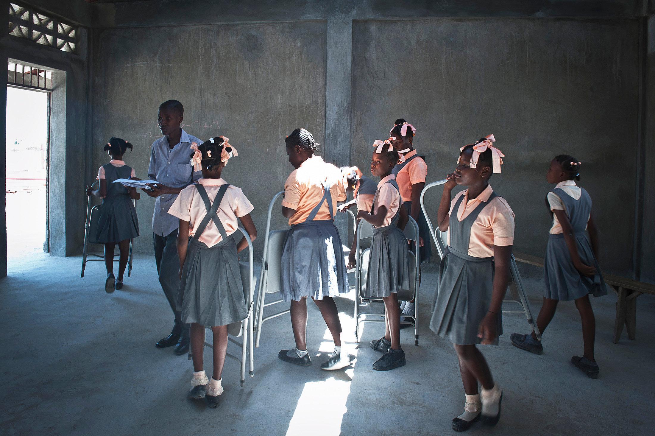 Studenti_Ecole Notre Dame de Lourdes_Cité Soleil_Port Au Prince_Costruzione Scuola_VIS_DSC3771HR.jpg