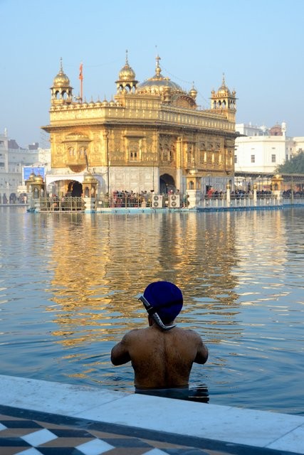 Prayer to the golden temple - India