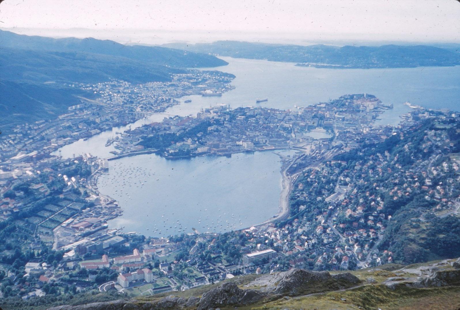 1197 (8) Uitzicht op Bergen.