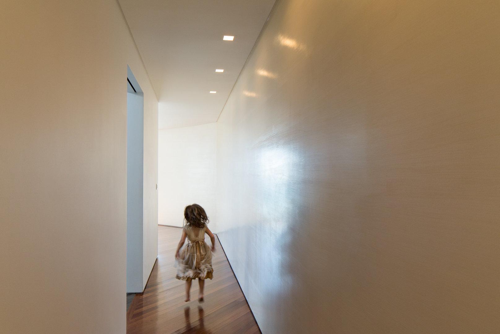Lena_Crescentini_Girl-1-In-Hall_WEB.jpg