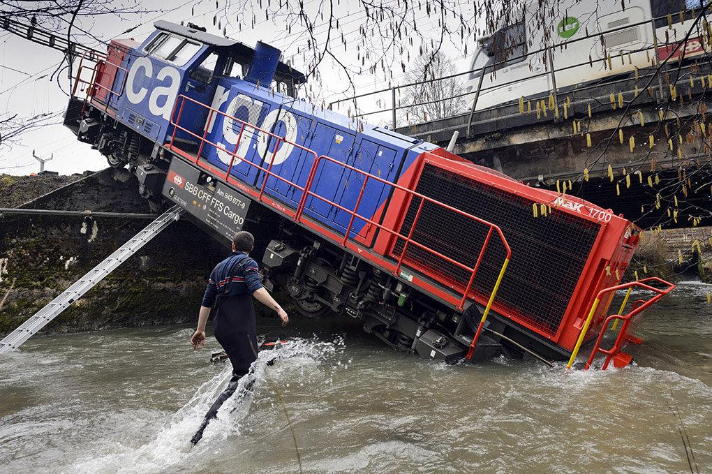 Locomotive va au bain - Penthalaz - 2013