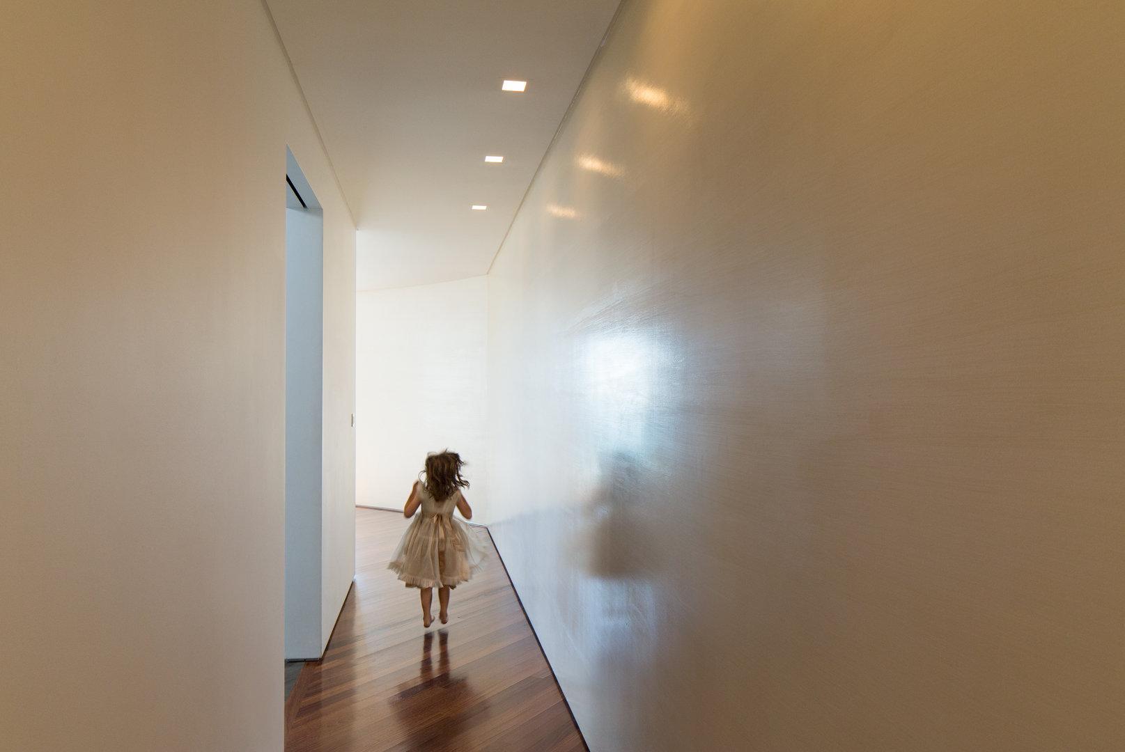 Lena_Crescentini_Girl-2-In-Hall_WEB.jpg