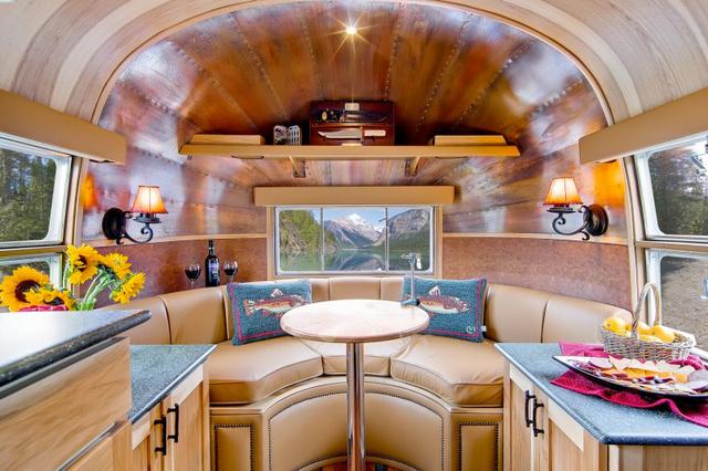 Airstream-Flying-Cloud-Travel-Trailer-11-1-800x533.jpeg