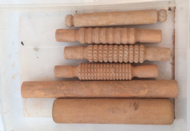 rolling pins, smooth and patterned