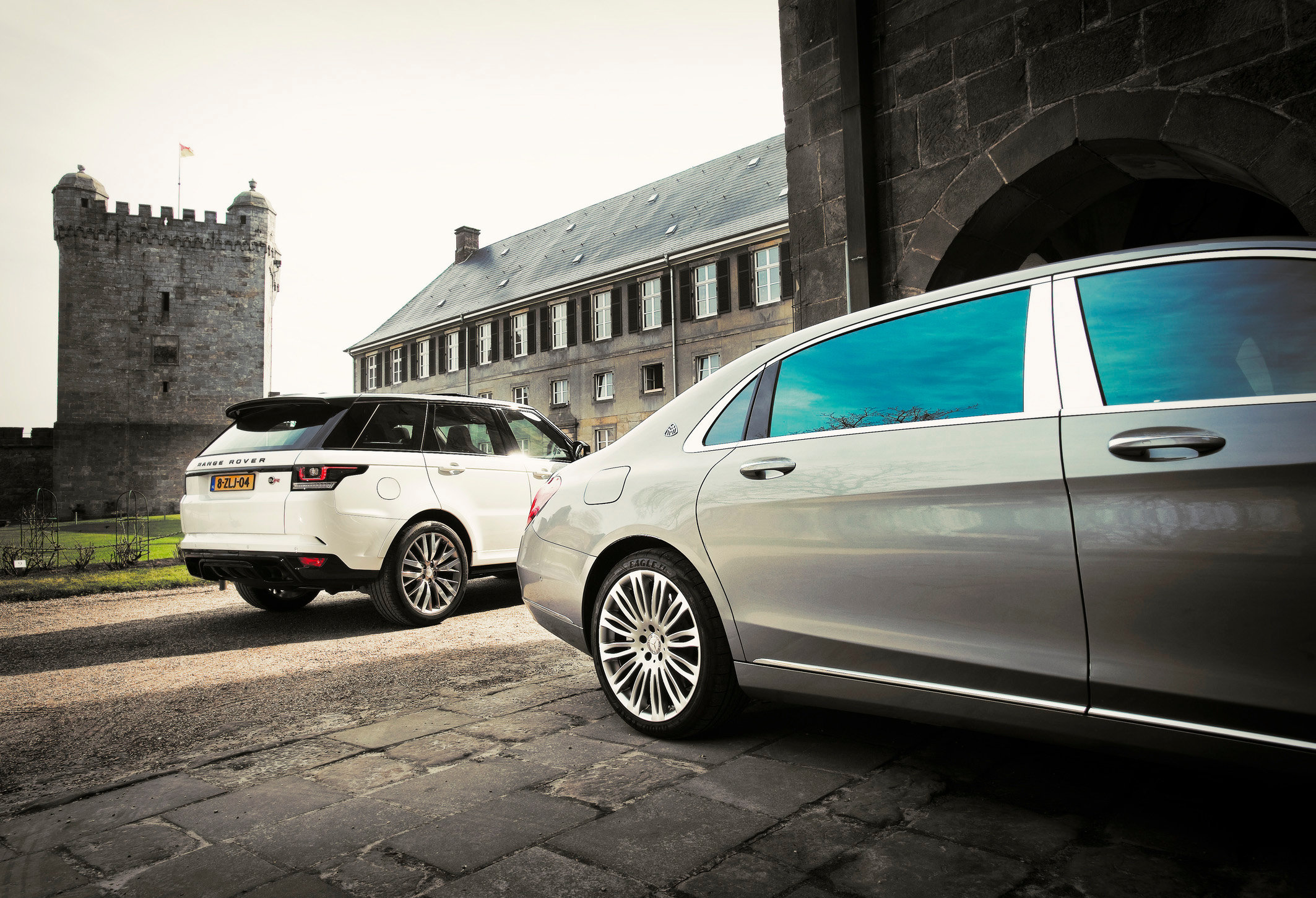 Range Rover SPORT SVR vs MB Maybach S600