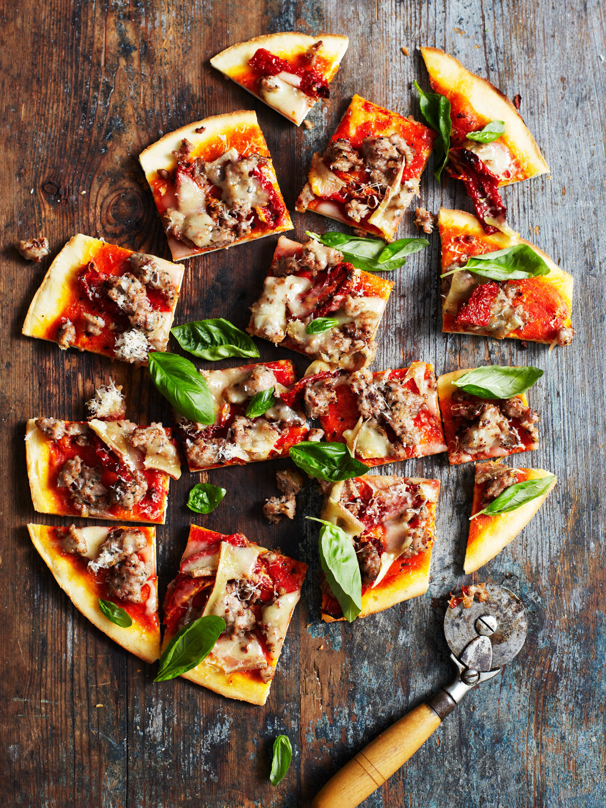AndyLewis©Food&Wine_sun-dried-tomato-sausage-and-fontina-pizza_082.jpg