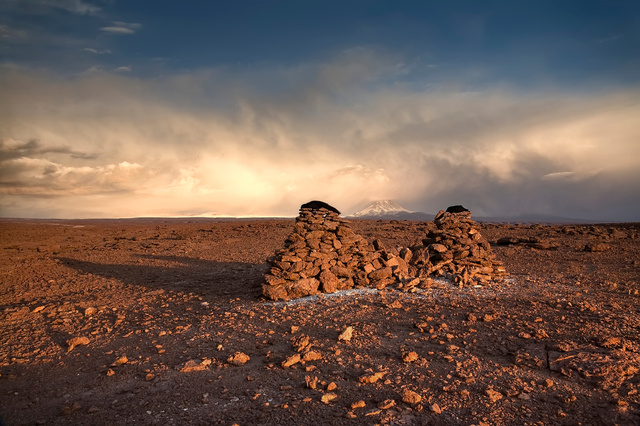 Dos tumbas para el mismo hombre-Atacama.jpg
