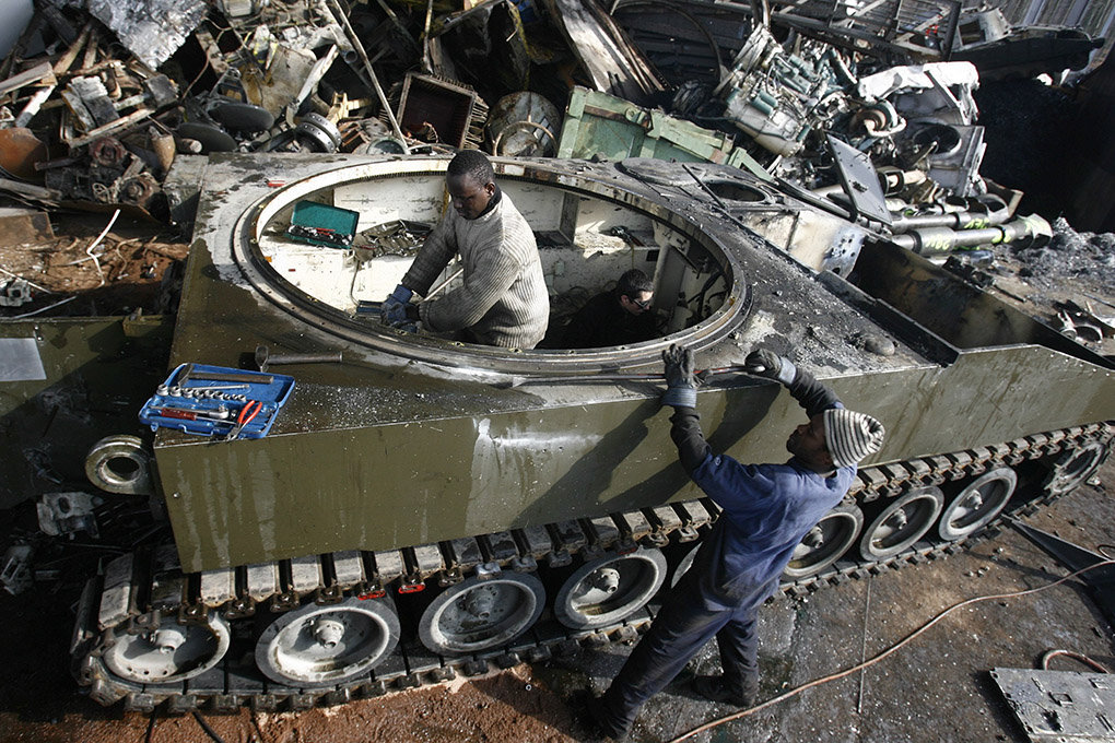 Démentèlement char armée - Ecublens - 2006