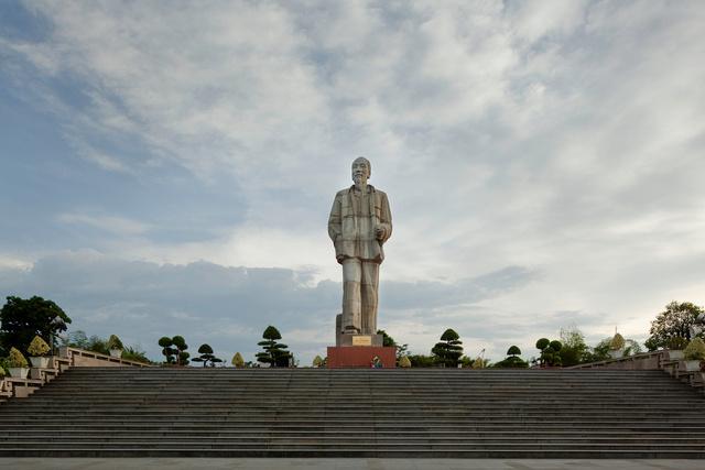 Ho Chi Minh statue, Vinh City