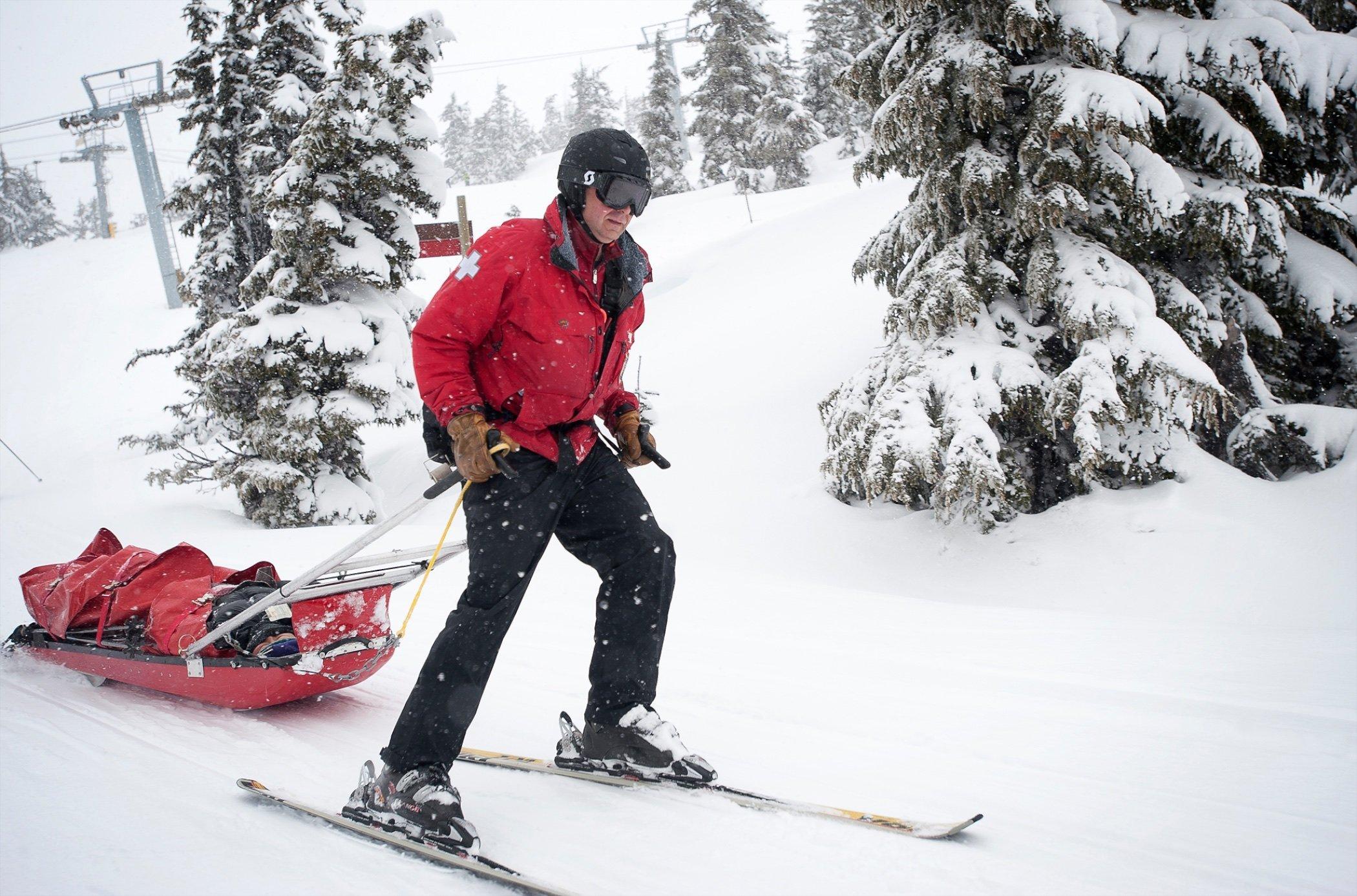 815607_ski_patrol05.jpg