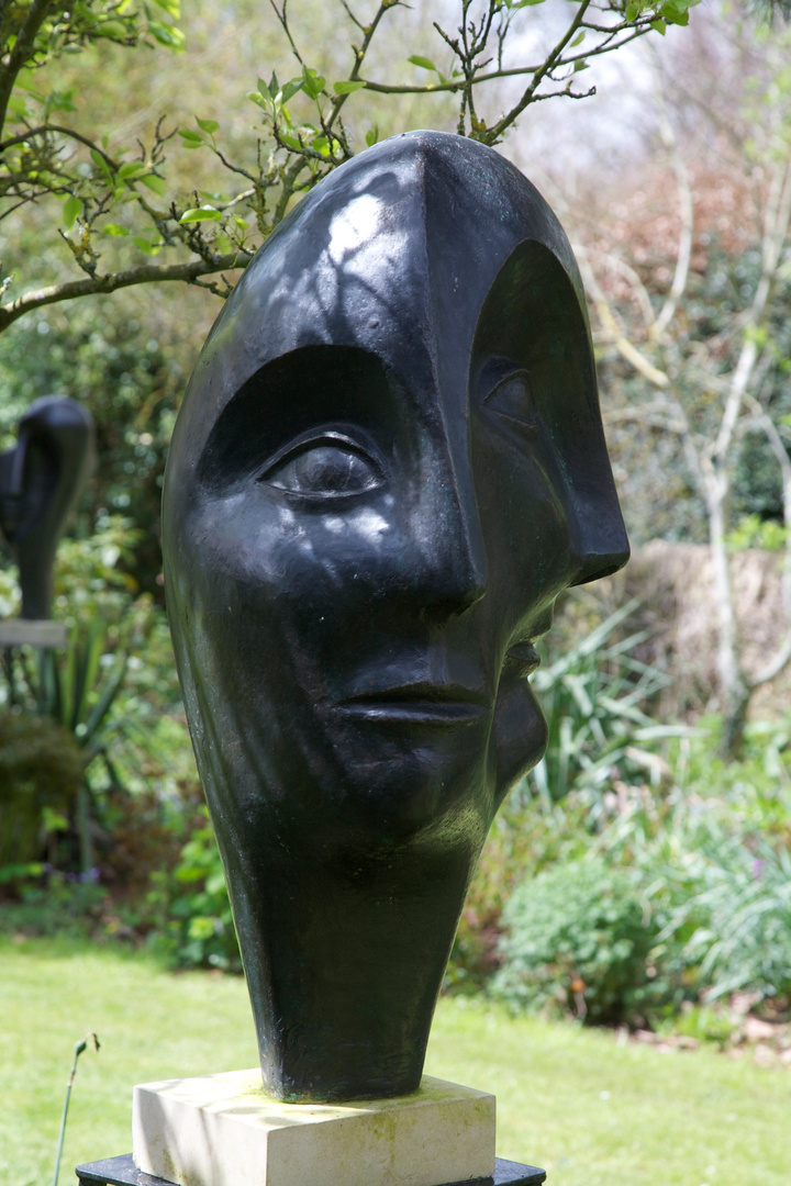 Triple Head  1999   90 x 47 x 45 cm   Bronze Resin  Kingham 2012  RP £3500