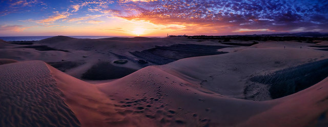 Maspalomas_Sunset-magenta-small.jpg