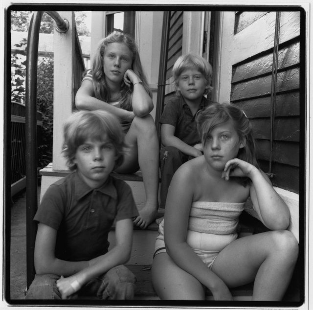 1981.07.26. 4 Kids before vacation with their Dad