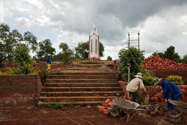 memorial at Khe Sanh.jpg