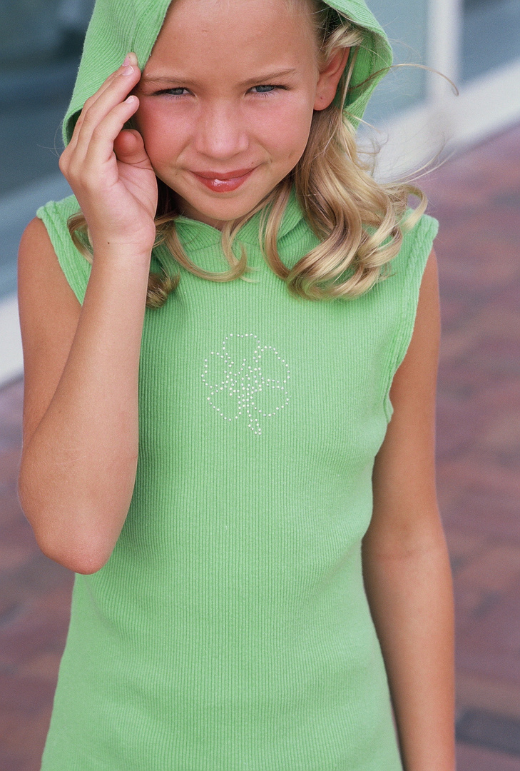 """My convention discovery BRITT ROBERTSON-  H'WOOD ACTRESS.  Star of """"Secret Circle"""", """"Life Unlimited"""" CW shows"""